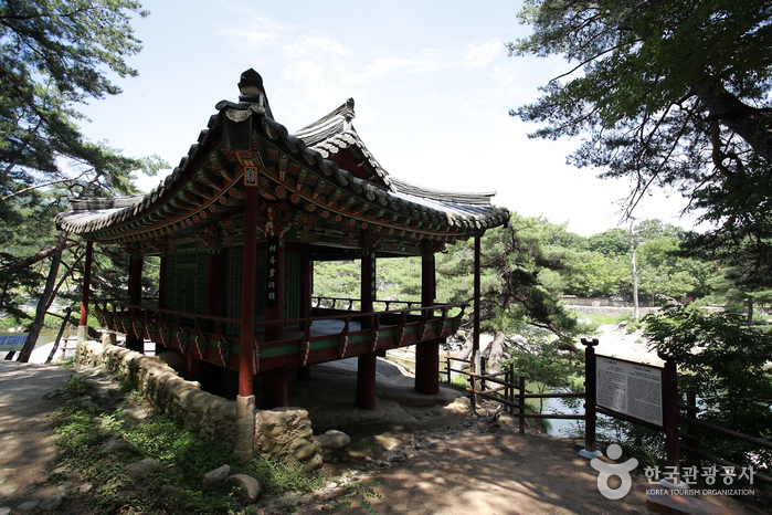 Geochang Suseungdae (거창 수승대)