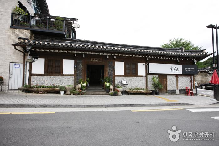 Yongsusan - Biwon Branch (용수산(비원점))
