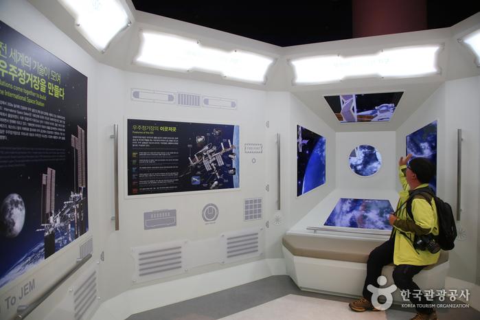 실제처럼 재현한 우주정거장 모듈.