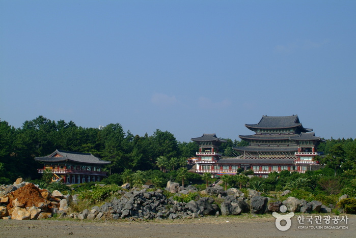 Yakcheonsa Temple Stay (약천사 산사체험)