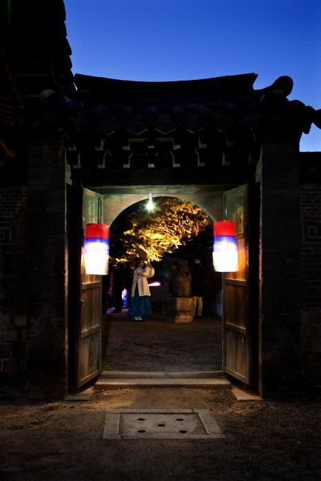 창덕궁 인정전 야경. 매년 봄과 가을 창덕궁 달빛기행을 통해 창덕궁의 야경을 접할 수 있다