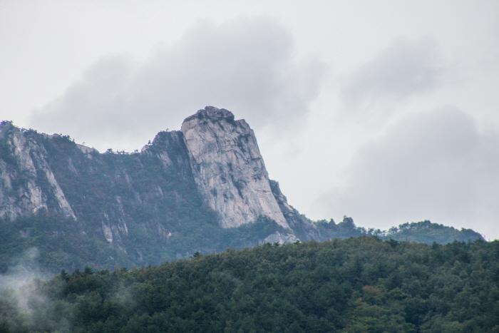 Seoraksan National Park (Oeseorak; Outer Seorak) (설악산국립공원 (외설악))