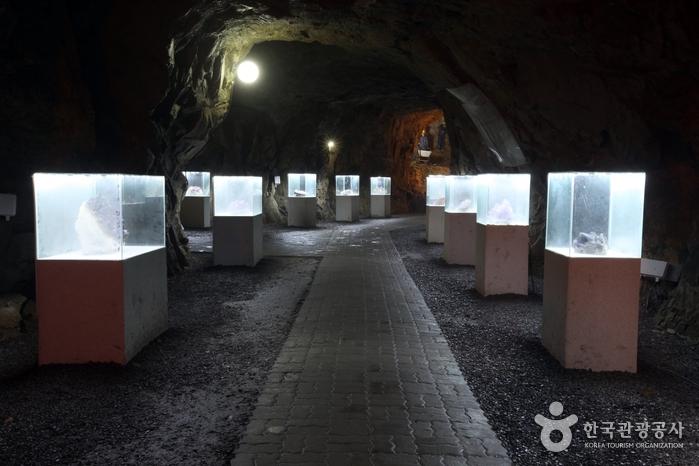 Amethyst Cavern Park (자수정동굴나라)