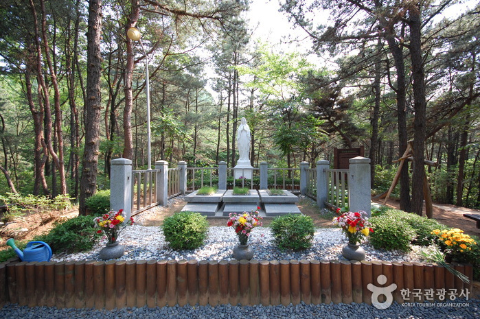 Samseongsan Holy Ground (삼성산성지)