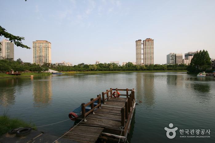 Парк Сонпханару (озеро Сокчхон) (송파나루공원(석촌호수))5