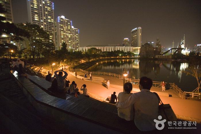松坡渡口公园(石村湖水)(송파나루공원(석촌호수))