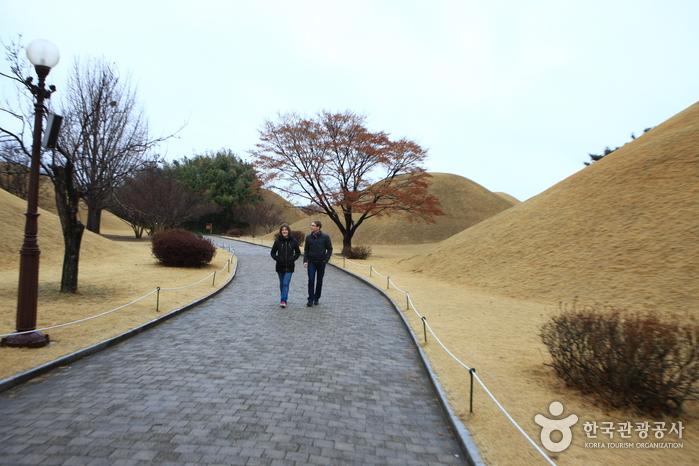 Tumbas Daereungwon (대릉원)