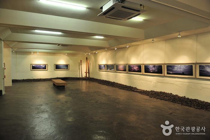 Галерея имени Ким Ён Гап  - Думоак (김영갑 갤러리(두모악))8