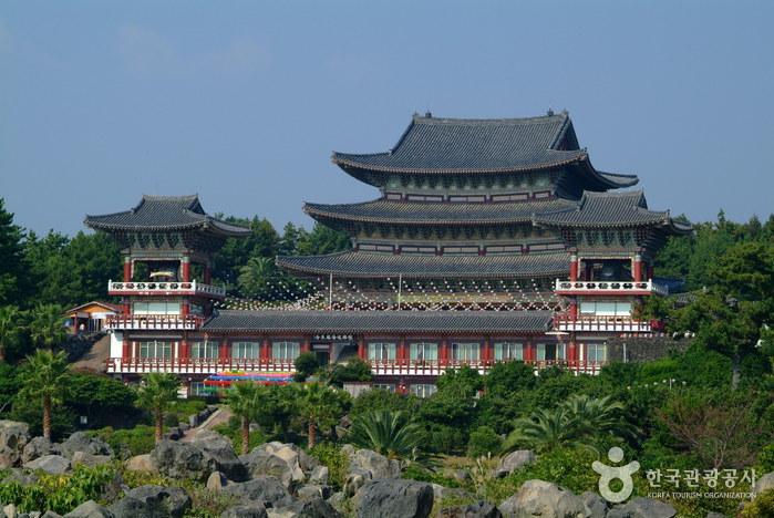 Храм Якчхонса на Чечжудо (약천사(제주))2