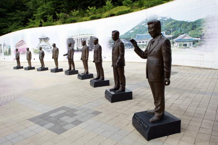 역대 대통령 동상이 모여 있는 청남대 대통령광장