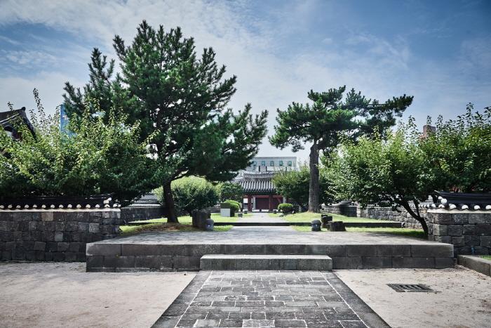 Jeju Mokgwana (Former Jeju Government Office) (제주목관아)