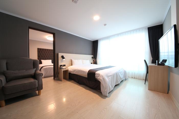 Gyeongpo Soo Hotel (경포수모텔)