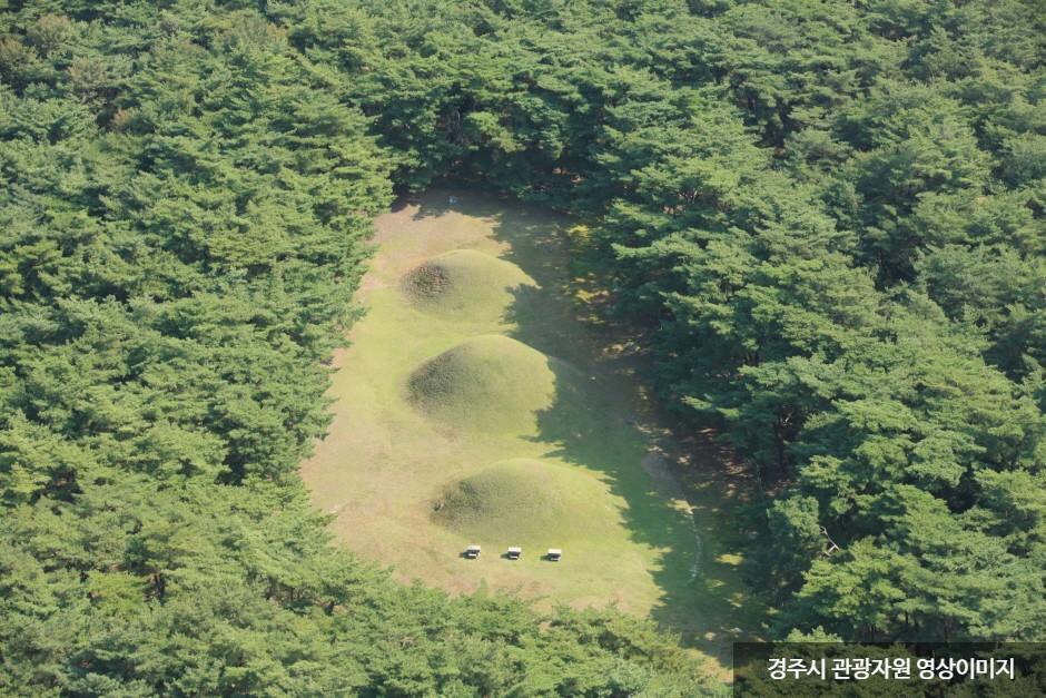 慶州拝洞三陵(경주 배동 삼릉)