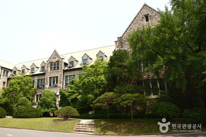 Ewha Womans University (이화여자대학교)