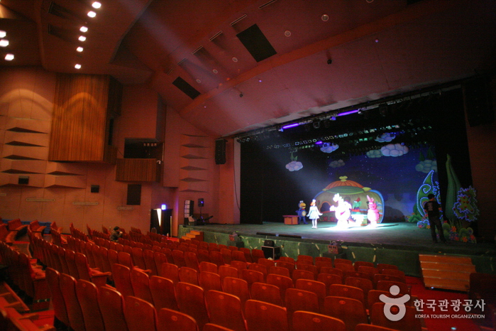 Centre de l' Education et de la Culture de Séoul (서울교육문화회관 대극장)