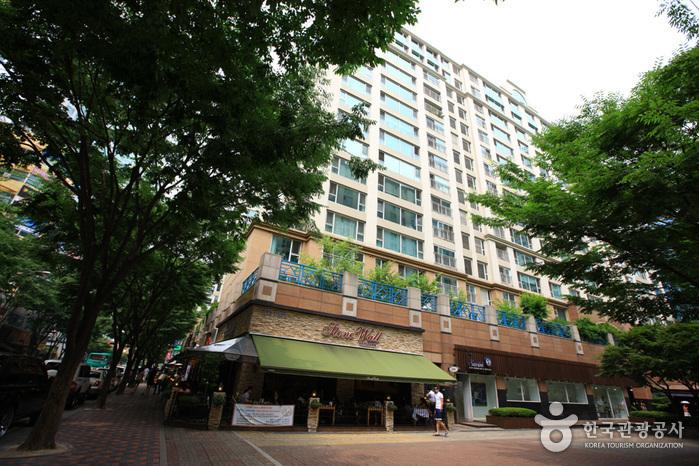 Bundang Jeongja-dong Café Street (분당 정자동 카페거리)