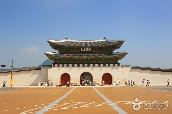 Gwanghwamun Gate (광화...