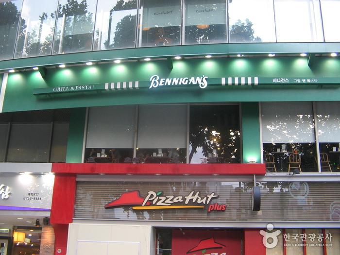 Bennigan's - Daehangno Branch (베니건스-대학로점)