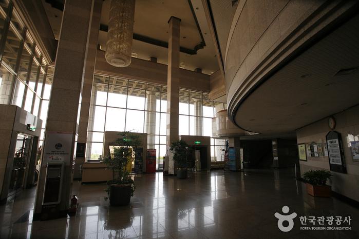 Busan Cultural Center (부산문화회관)