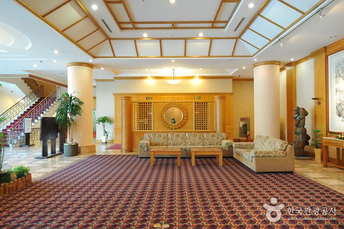 Hotel Lewin (Former, Chonju Core Riviera Hotel) (호텔르윈)