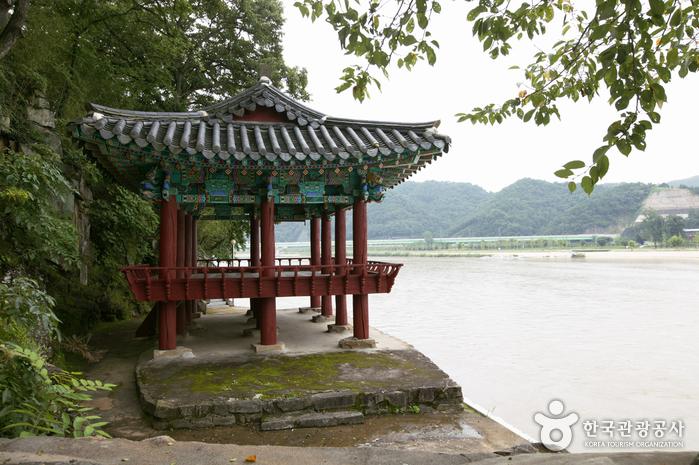 Hambyeongnu Pavilion (함벽루)