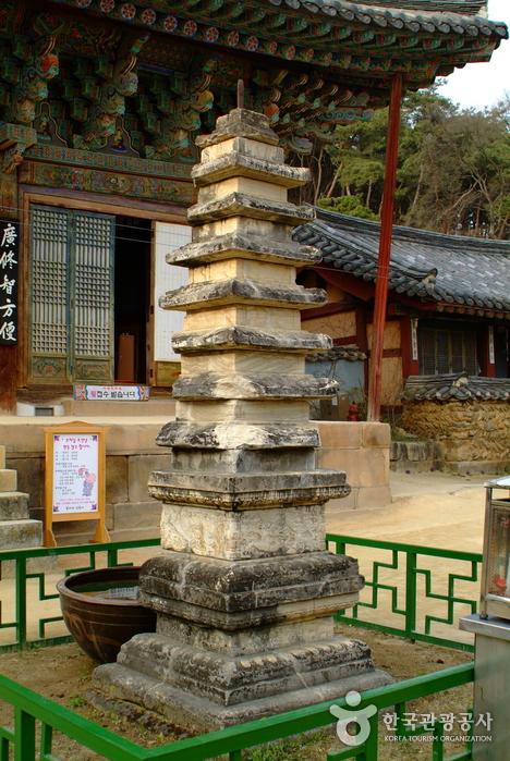 Silleuksa Temple (신륵사)