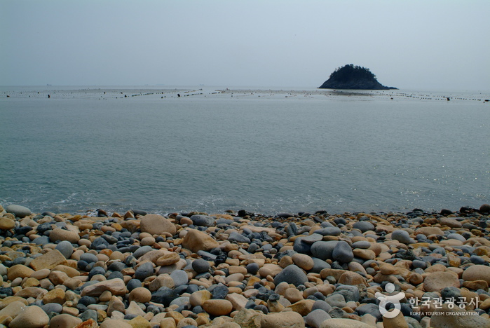 보길도 뾰쪽산과 보옥리 공룡알해변