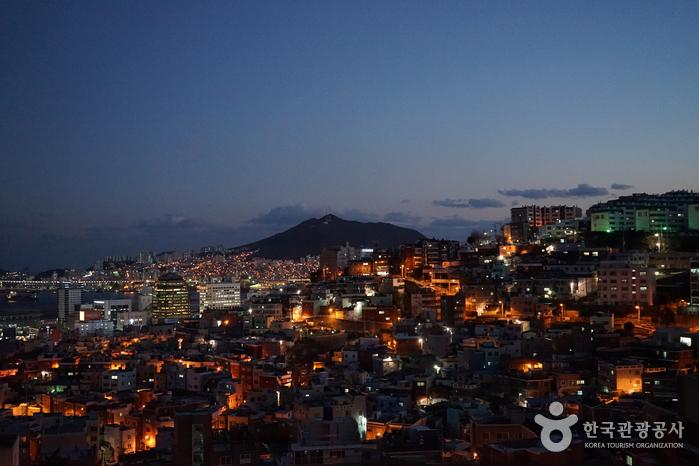 Straßen Choryang Ibagu-gil & Sanbokdo-ro (초량 이바구길 & 산복도로)