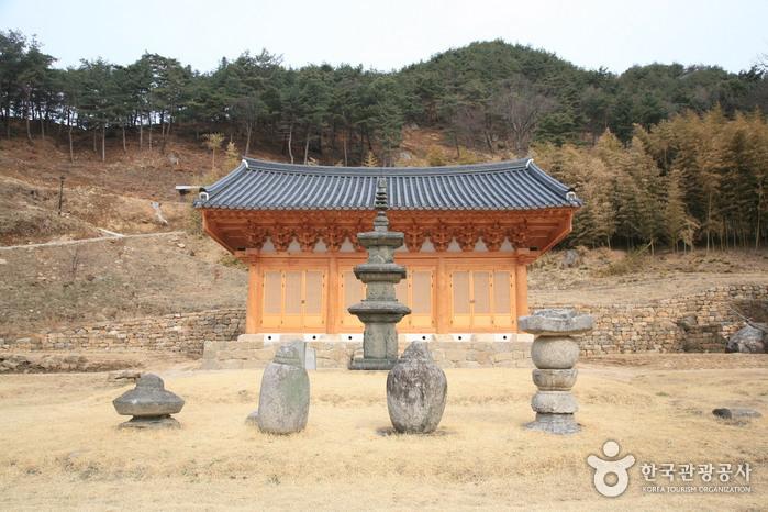 풍부한 예술의 혼이 담긴 아름다운 석탑