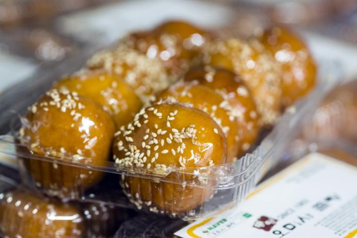 통영에서 가장 오래된 오미사꿀빵의 꿀빵