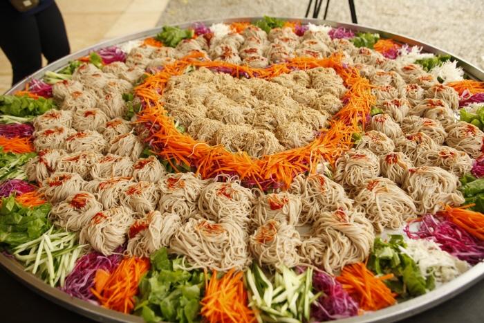 春川荞麦凉面辣炒鸡排庆典(춘천 막국수닭갈비축제)