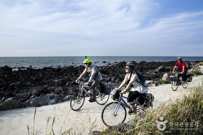 자전거길은 자연이 우리에게 준 선물이다.