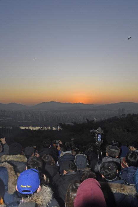 峨嵯山日の出祭り(아차산 해맞이)