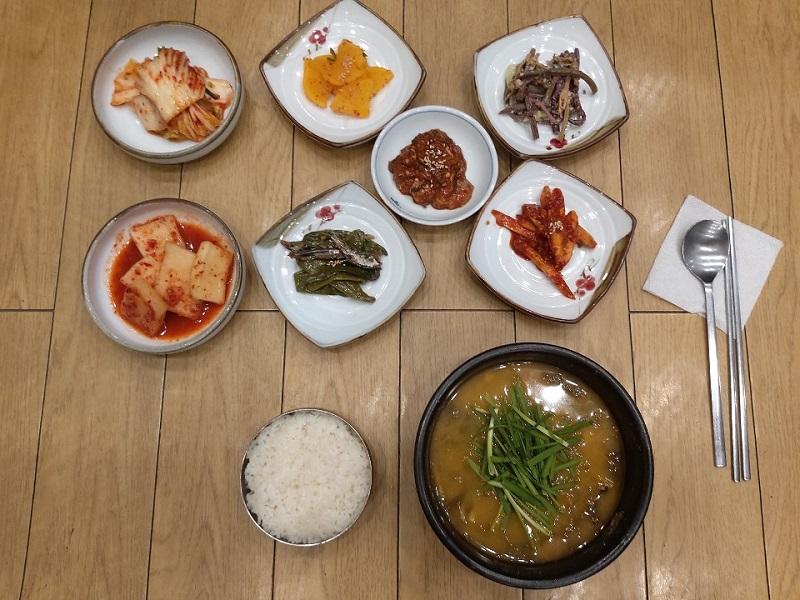 东江泥鳅汤西江豬肉辛奇锅( 동강추어탕서강짜글이 )
