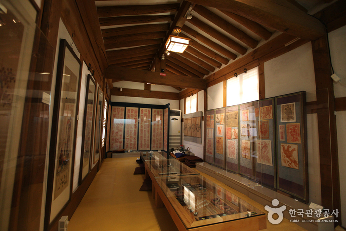 Gahoe Museum (가회민화박물관)