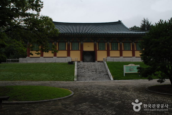 Hyeonchungsa Shrine (현충사)