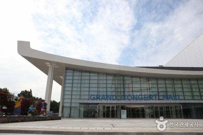 大邱音乐会之家(原大邱市民会馆)대구콘서트하우스 (구.대구시민회관)