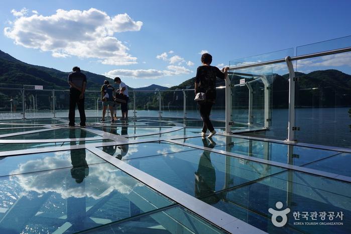 Skywalk am See Uiamho (의암호 스카이워크)