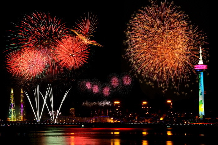 Pohang International Fireworks Festival (포항 국제불빛축제)
