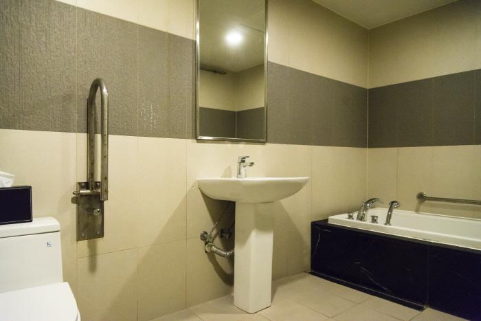 스테이원호텔의 장애인 객실(욕실)