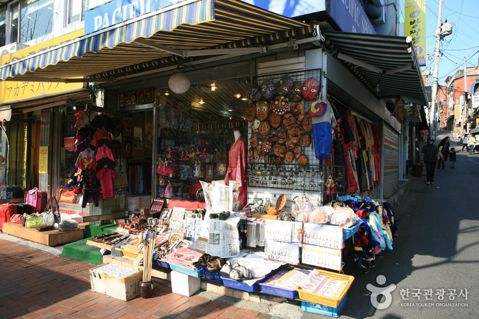 Itaewon Shopping Street (이태원 쇼핑거리)
