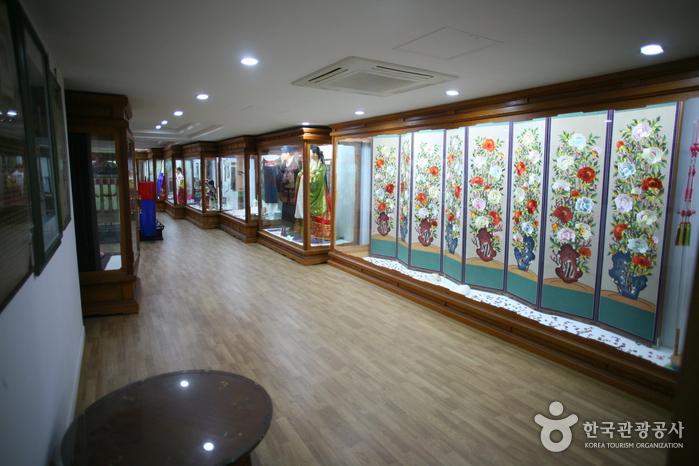 Музей традиционной корейской одежды ханбок (이리자 한복전시관)7
