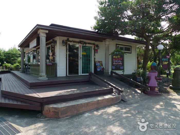 Jeju Herb Dongsan (제주허브동산)