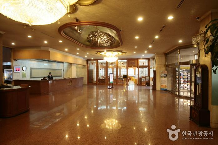 ハワイ観光ホテル(하와이관광호텔)
