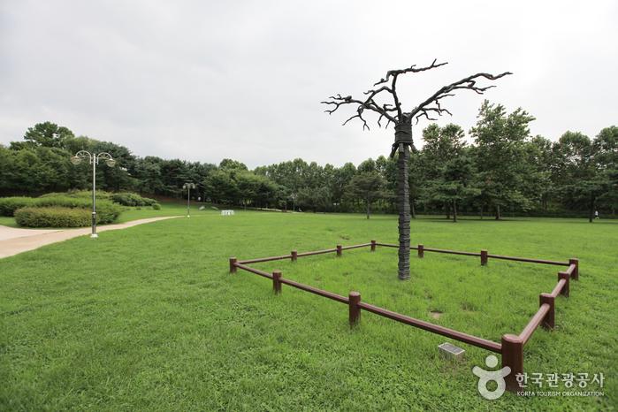 Yongsan Family Park (용산가족공원)