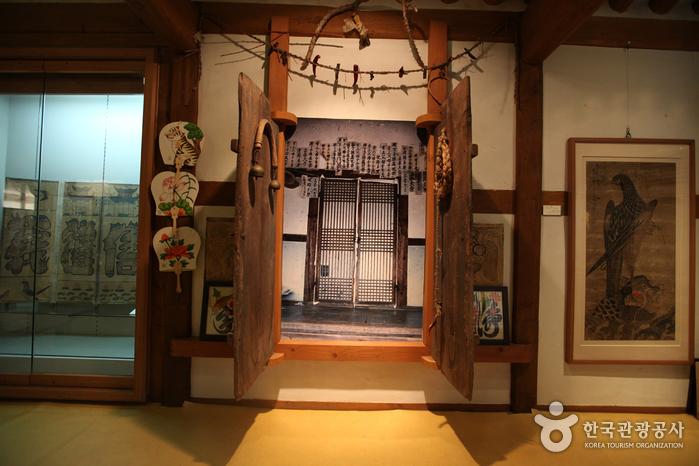Gahoe Museum (가회박물관)