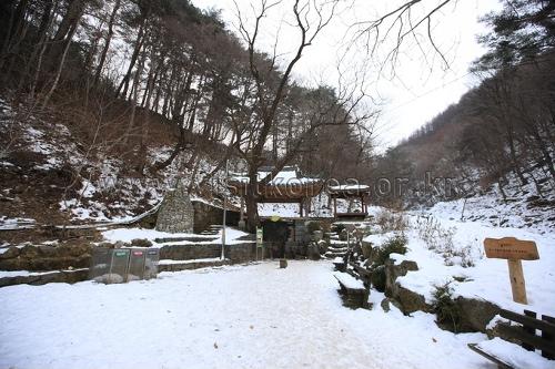 Heilquelle von Bangdong (방동약수)