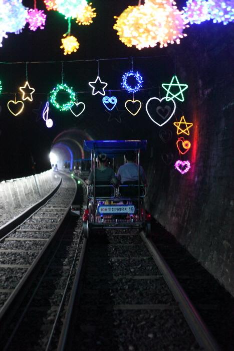 여수레일바이크, 화려한 터널