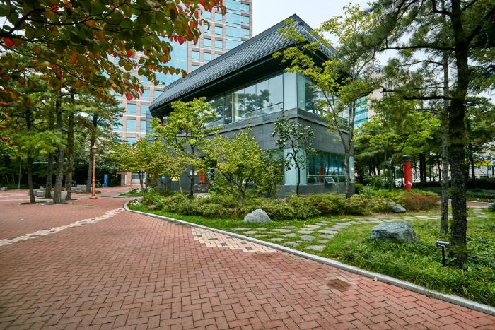 Gukchaebosang Memorial Park (국채보상운동기념공월)