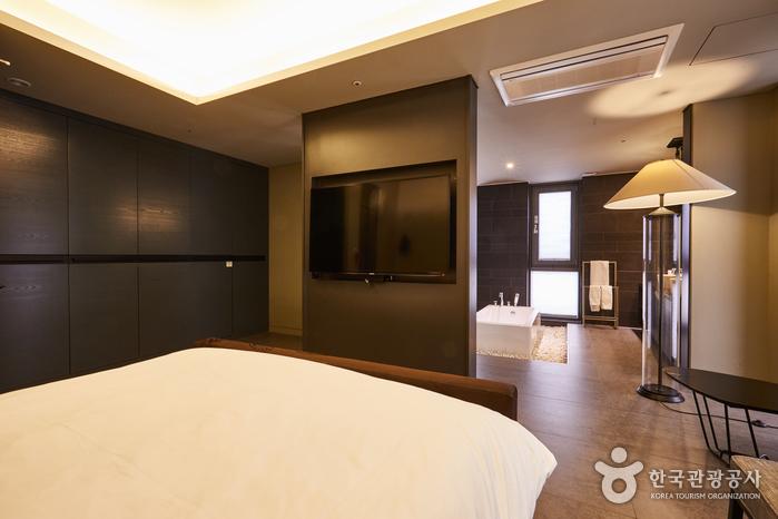 Hotel Lacky [Korea Quality] / (주)호텔락희 [한국관광 품질인증]